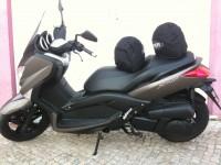Yamaha Xmax e 2 capacetes