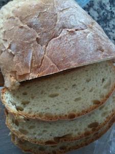 Pão caseiro fatiado por @ConceicaoFerro