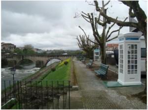 A mais pequena biblioteca pública do país mora numa cabine telefónica via Publico