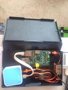Caixa para o Raspberry Pi feita de uma antiga caixa de cassete VHS