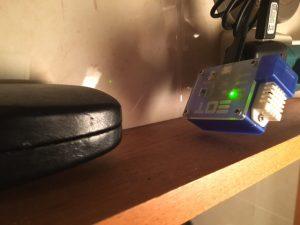 EnergyOT por cima do espelho da casa de banho